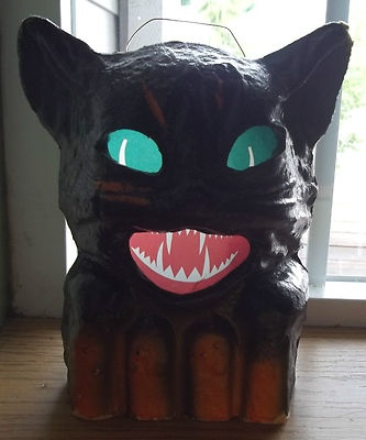Vintage Halloween Paper Mache ~ Hissing Black Cat Lantern, circa 1940's.Cat Lanterns, Halloween Paper, Cat Paper, Mache Black, Black Cats, Paper Mache, Halloween Vintage, Halloween Lanterns, Halloween Cat