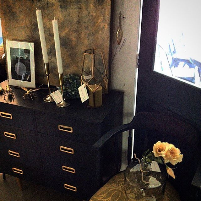 Bespoke Furniture Revivals & Creative interiors. Proud Stockist of Chalk Paint™ by Annie Sloan. Paint Workshops - www.tayloredrevival.co.nz