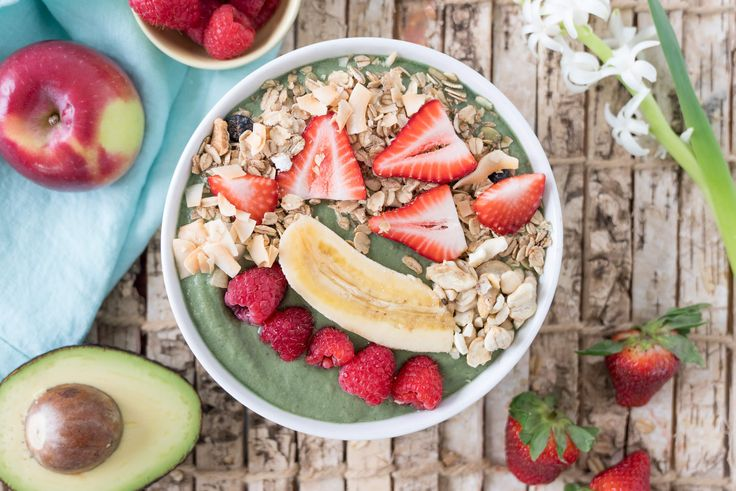 If you know me, you know I'm a lover of smoothies and smoothie bowls alike! I make a smoothie every single morning for Walker, Vienna and I to share. It makes me feel really good knowing that both my hubs and daughter are well-fueled for the day (and I fe
