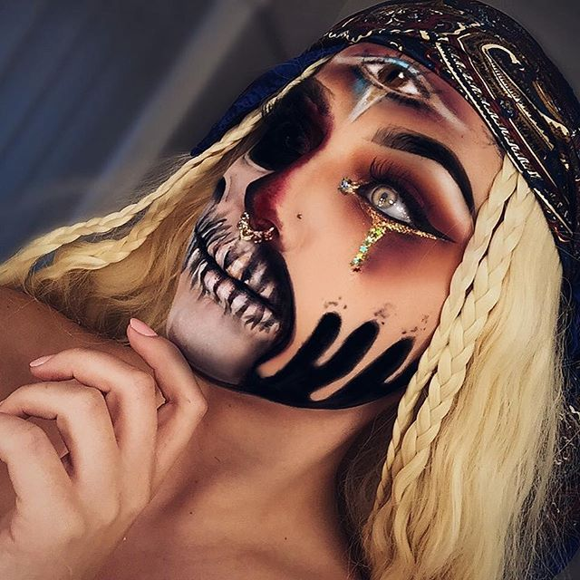 Scary Fortune Teller • @desiperkins and @bybrookelle inspired Halloween look • ~Eyes: •shadow: 35N & 35O pallet @morphebrushes •sparkles: @barrymcosmetics glitter stacking set ~Lashes: •Miami by @lillyghalichi @lillylashes ~Eyebrows: @nyxcosmetics Tame and Frame in Espresso ~Skull using paints by @officialsnazaroo #lillylashes #lillyghalichi #makeup #makeupartist #makeupaddict #makeuplover #makeupforever #makeupbyluccy #eyebrows #eyelashes #eyeshadow #morphebrushes #lips #matte #wingedl...