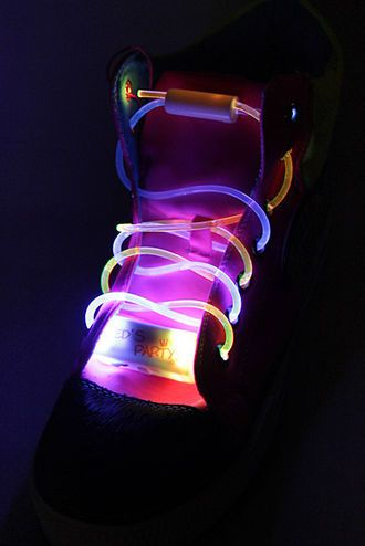 Must have: Vilkkuvat kengännauhat! #cybershop #led #glowing #shoelaces #party #fun