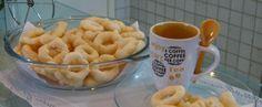 Biscoito de polvilho da Bianca =  Ingredientes500 g de polvilho azedo 1 xícara (chá) de óleo 1/2 xícara (chá) de leite 1 colher (sopa) de vinagre 1 ovo 1 xícara de aguá fervente 1 colher (sopa) de sal