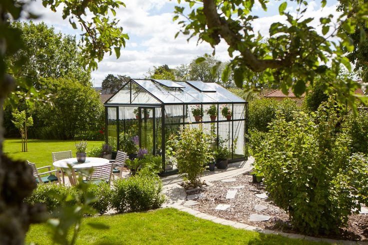 Ett grönt Maxi 4 växthus från Willab Garden