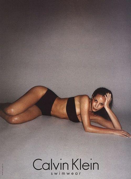 Christy Turlington pour la campagne Swimwear Calvin Klein de 1996