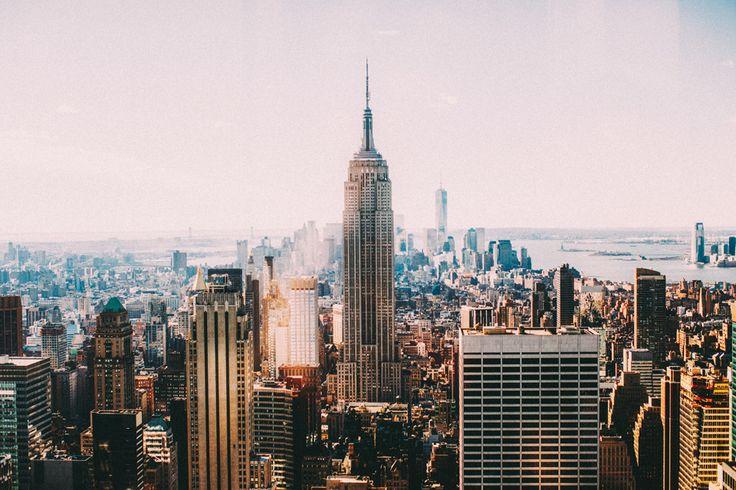 Честно говоря, я долго думала с чего начать этот пост. Вариантов было много. Но по мере того, как близился конец декабря, их становилось всё больше, и вот уже это не просто пост про Нью-Йорк, и не просто пост про Нью-Йорк в Рождество, нет, это уже пост об итогах года. Чтож, оставив пару городов и несколько стран ожидать своей очереди на публикацию, я решила показать вам город моей мечты, наверное, в первую очередь, потому, что в этом декабре я как никогда (ну то есть впервые) остро…