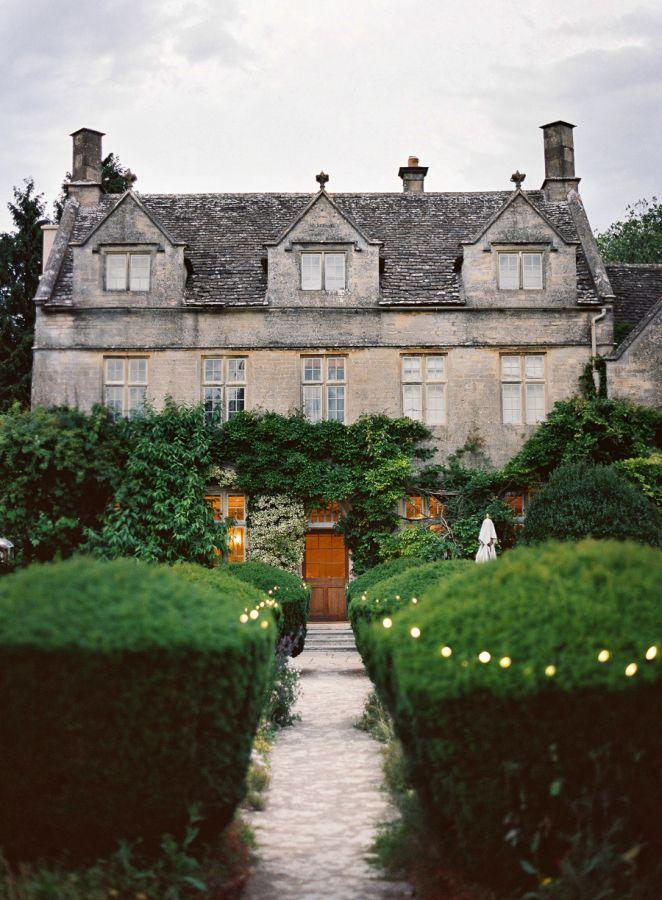 Classic English Garden Cotswolds Wedding