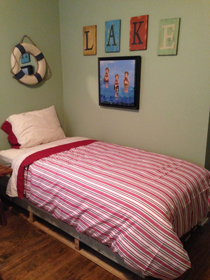 42 best images about pallate beds on pinterest crates for Wood pallet twin bed frame