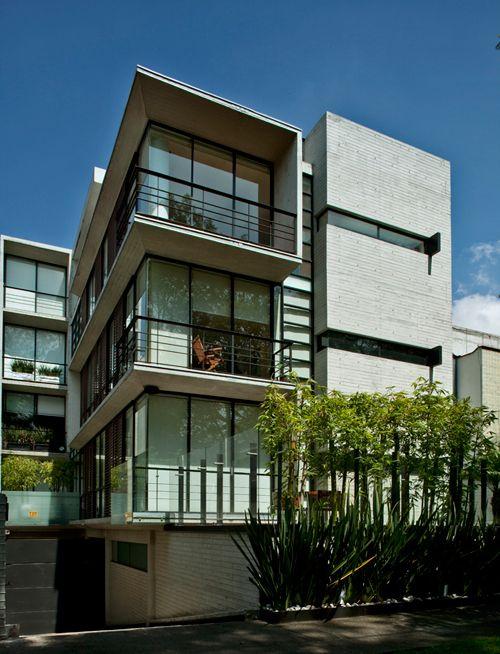238 mejores im genes sobre edificios peque os en pinterest for Fachadas de apartamentos modernas