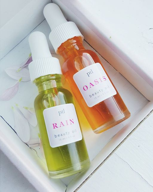 2 peas in a pod. Rain and Oasis beauty oil minis about to go out in a beauty oil pack. Beauty oil packs come in 3s and are great for sampling (though each bottle will last a while), for sharing, or for blending (mix and match for your skincare needs). Now available at ptlbeauty.com. petals not included 😉 #ptlbeauty