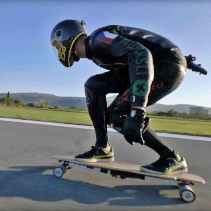 Największa prędkość osiągnięta na elektrycznej deskorolce? 95,83 km/h! #MischoErban #RekordGuinnessa #speed #longboard