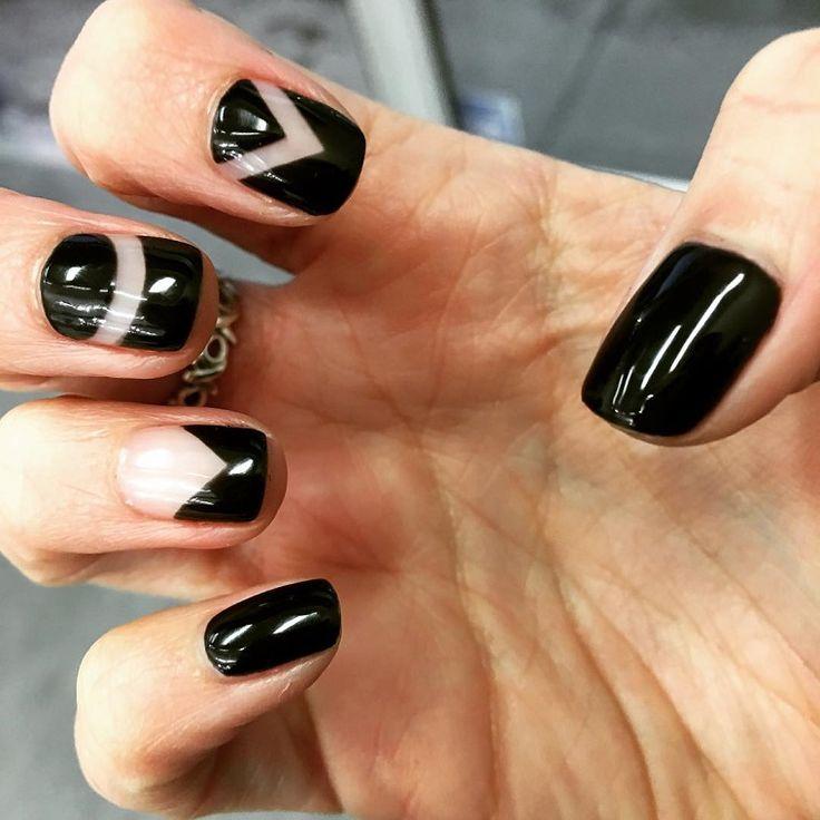 colori-unghie-proposta-nera-dettagli-bianchi