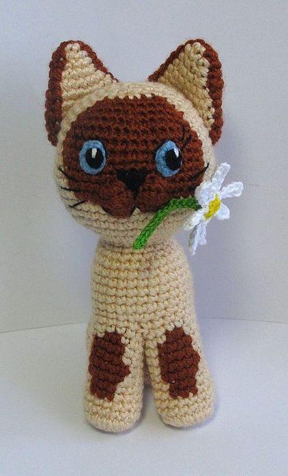 Amigurumi Cat with Flower - Free Crochet Pattern