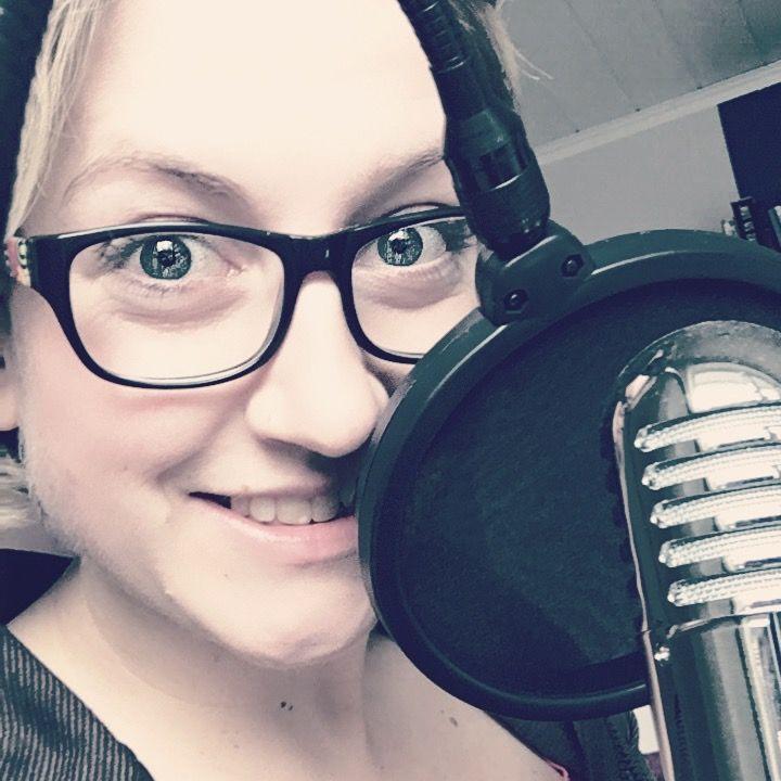 Mit Podcasts von überall auf der Welt Geld verdienen. Wie das geht zeigt dir Deutschlands erfolgreichster Podcaster Tom Kaules!