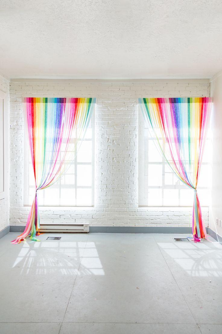 DIY: rainbow streamer curtains #Party