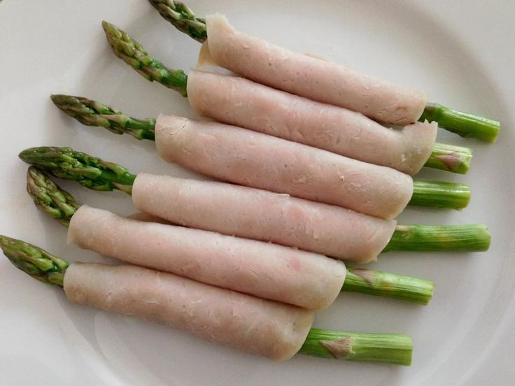 Day 1 of 20/30 and one of our members came up with this idea for lunch: Deli sliced turkey wrapped asparagus for lunch