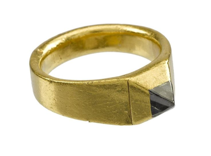 Stirrup-shaped gold finger ring set with a diamond, 14th century, found in the garden of Holyrood Palace