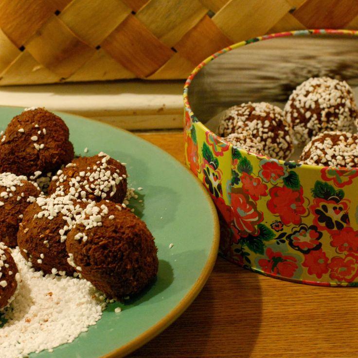 Bestemors sjokoladeboller #5ingredients #butter #powdered_sugar #vanilla #cocoa #oats #smoer #melis #vanilje #kakao #havregryn #easy #candy #konfekt #snop