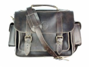 A classic satchel in dark brown leather. One main spacious compartment, two side pockets and one zipped back pocket. Features a long adjustable/detachable shoulder strap. Fastens easily with two metalic golden buckles on the front. 13 x 26.5 x 34.5 cm.