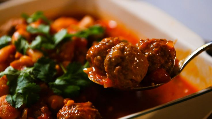 This recipe for tasty Spanish meatballs is a really easy meal to make when you've got everyone coming around for dinner as you can prepare everything in advance. And when everyone arrives, all you have to do is heat it up!