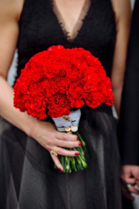 Red carnations wedding bouquet // high fashion wedding // black wedding dress // vera wang gown // Marietta, Ohio // The Oberports