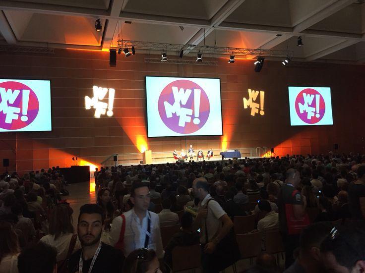 Seconda giornata PIENA di formazione al #wmf15     Sala plenaria piena per l'argomento CROSS MEDIA: come interagiscono radio, internet, e TV nell'epoca crossmediale   #formazione #webmarketing #evento #festival