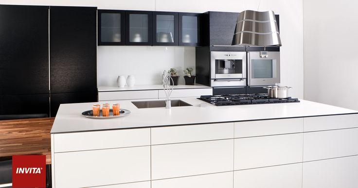 Kompaktlaminat er det perfekte valg for dig, som der ønsker en tynd, stilren og trendy bordplade. Overfladen leveres i flere farver og passer perfekt ind i en moderne inspireret indretning eller i kombination med andre materialer.