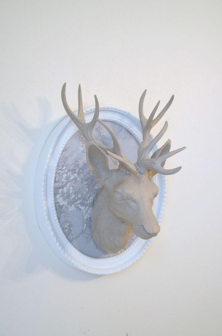 Trophée tête de cerf ,  taupe , tissu style Shabby chic bleu clair , cadre blanc  , deer, trophy, de la boutique atelierdelachoisille sur Etsy