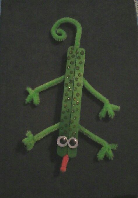Popsicle stick & pipe cleaner lizard! Craft for kids age 4 to 6.   Glue two…