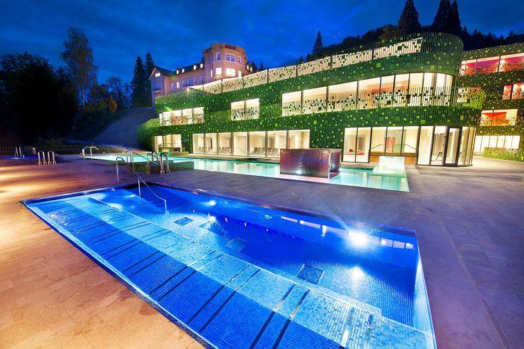 Hotel Rimski dvor ima 68 dvokrevtenih soba i apartmana. Poseduje recepciju, restoran, Amalija wellness centar, Varinia svet sauna, bazenski kompleks, fitness centar. #travelboutique #Slovenia #Rimsketerme #putovanje #odmor #relaksacija