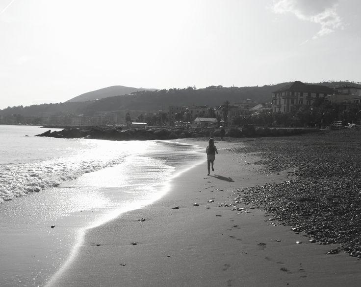 Corsa sulla spiaggia - null