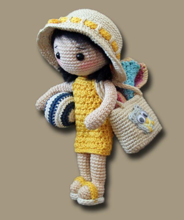 Kijk wat ik gevonden heb op Freubelweb.nl: een gratis haakpatroon van Zhaya Designs Amigurumi om een leuke strand outfit voor pop Lilly te maken https://www.freubelweb.nl/freubel-zelf/gratis-haakpatroon-poppenkleertjes/