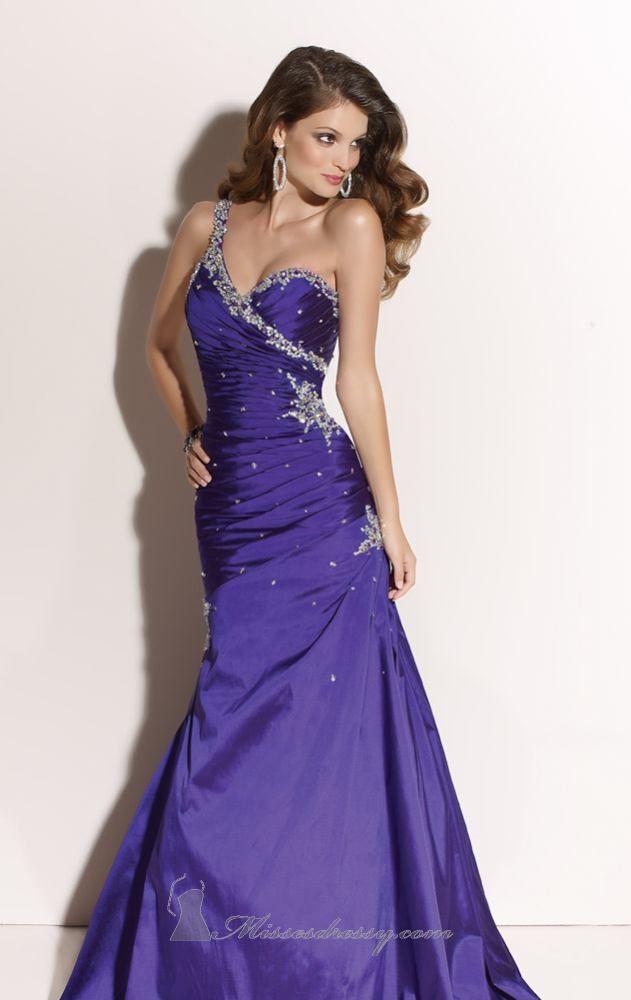 47 best Dresses/suites images on Pinterest | Party wear dresses ...