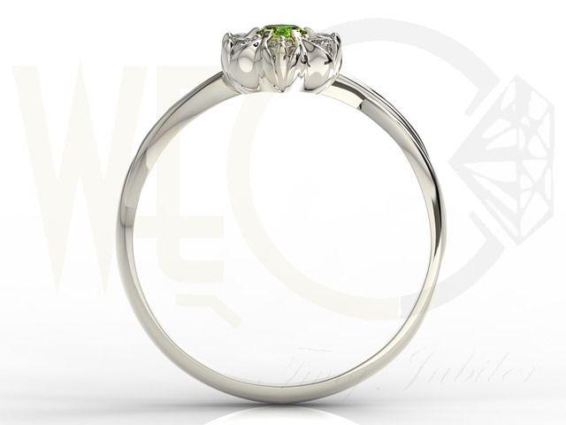 Pierścionek z białego złota ze szmaragdem i brylantami/ Ring made from white gold with sapphire and brilliants #beauty #ring #jewellery #sapphire