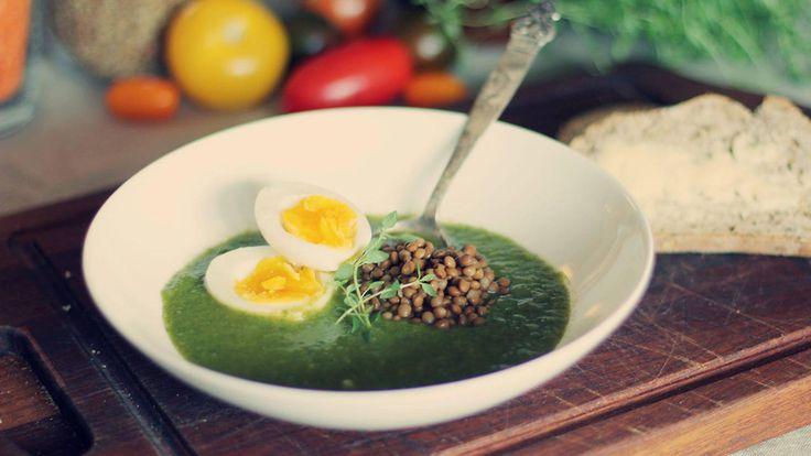 Sunn og mettende suppe: Grønnsakssuppe med spinat og linser
