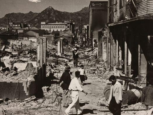 임응식의 '명동거리'(1950년)