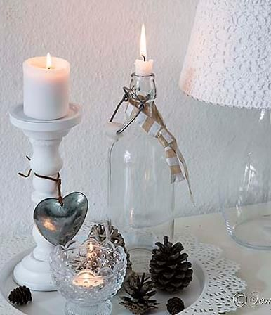 And easy and quick Fall decoration on a side table in a cottage style, using candle sticks, and a glass bottle. The lampshade is crochet. See more quick and easy Fall decoration ideas at http://www.songbirdblog.com