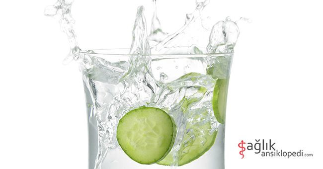 İçme suyunuza taze salatalık dilimleri ekleyerek suyun sindirim sistemine olumlu etkisini arttırabilirsiniz!  Nasıl mı? >> http://tklf.me/SsTemizlik  #sindirim #sağlık #sağlıklısindirim #salatalık #su