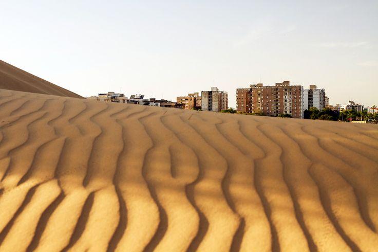 テルアビブは地中海の最東端、海に面した土地に270万人の都市圏を作り上げています。現在では中東のヨーロッパとも言われています。近年、都市化が進み商業や貿易面でオフィスが背の高いビル街を作り上げています。ビル街を少し離れると昔ながらの石造りの住居村や遺跡、教会等が古めかしくも由緒ある雰囲気を醸し出しているヤッフ