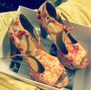auction starting at .99 for these jeffrey campbell foxys!