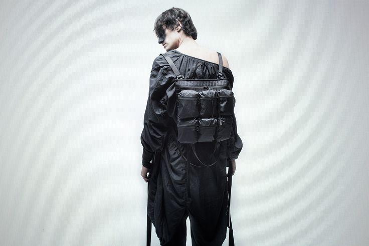Inside: Black inner lining (100% Polyester)