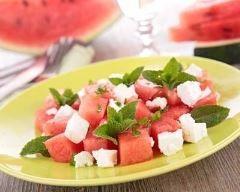 Pastèque à la feta et à la menthe en salade : http://www.cuisineaz.com/recettes/pasteque-a-la-feta-et-a-la-menthe-en-salade-82302.aspx