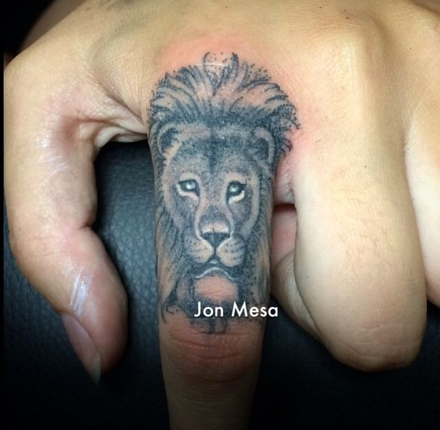 Lion finger tattoo by jon mesa inspirational tattoos for Finger lion tattoo