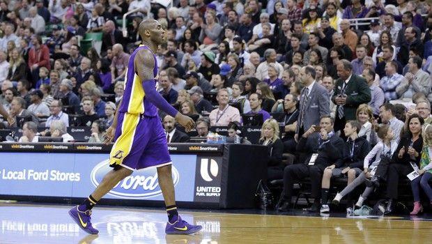 Sezon sonunda basketbolu bırakacak Kobe Bryant, Los Angeles Lakers'ın deplasmanda Utah Jazz'a 48 sayı farkla 123-75 kaybettiği maçta kariyerinin en kötü yenilgisini yaşadı. Amerikan Basketbol Ligi'nde (NBA) Oklahoma City Thunder, deplasmanda Toronto Raptors'ı 119-100 yendi. NBA'e 10 maçla devam edildi. Batı Konferansı 3'üncüsü Thunder, yıldız oyuncuları Kevin Durant ve Russell Westbrook ikilisinin 60 sayı attığı …