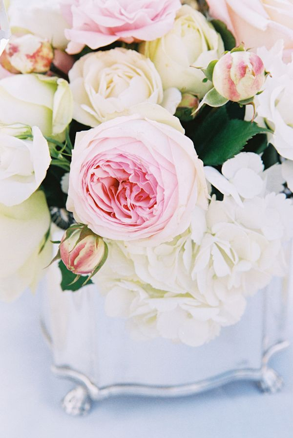 ivory and pink wedding flowers photo by Yvette Roman Photography