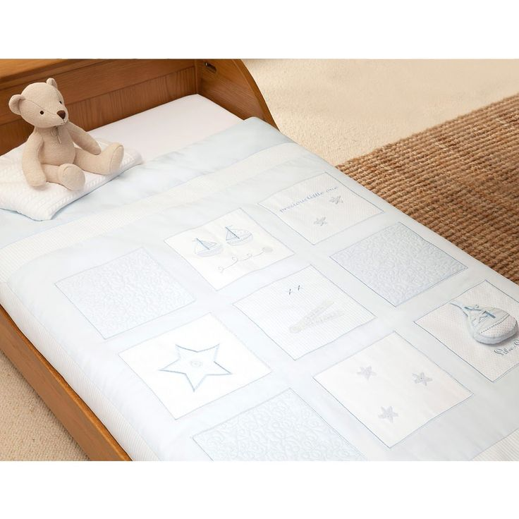 Silver Cross Cot Bed Quilt - Vintage Blue is a wonderfully soft and warm cot bed quilt. Buy your Cot Bed Quilt - Vintage Blue here!