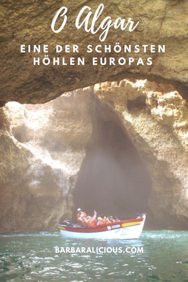 Im Juli habe ich erst Strände auf Mallorca getestet und bin dann weiter an die Algarve gereist. Einer der Strände, die ich unter die Lupe genommen habe, war die Praia de Benagil in der Nähe von Carvoeiro. Von dort kann man mit einem Motorboot eine geführt Tour durch die vielen unterschiedlich großen Höhlen machen, die nur durchs Wasser zu erreichen sind.