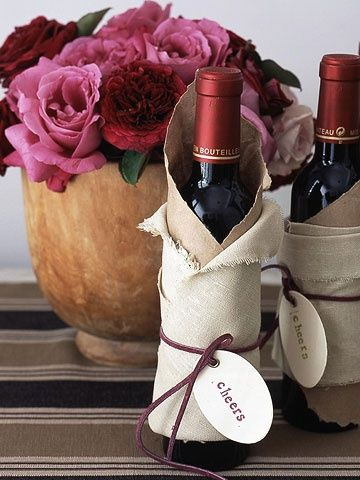 What a fun way to give a bottle of wine to celebrate a new home! Housewarming + birthday gift ideas.