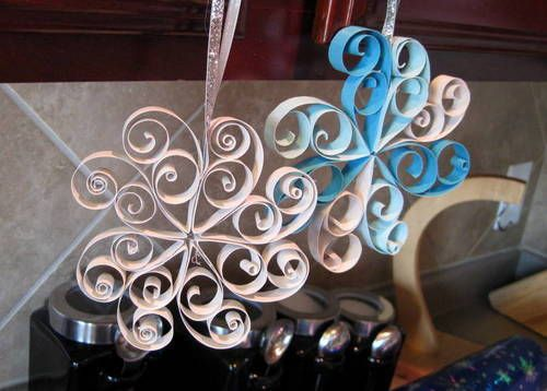 Ornaments- These are made with strips of scrapbooking paper, but they look perfect to made with TP rolls