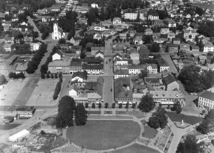 Hedmark fylke HAMAR MED DEL AV BYEN. Flyfoto Utg Harstad forlag 1950-tallet