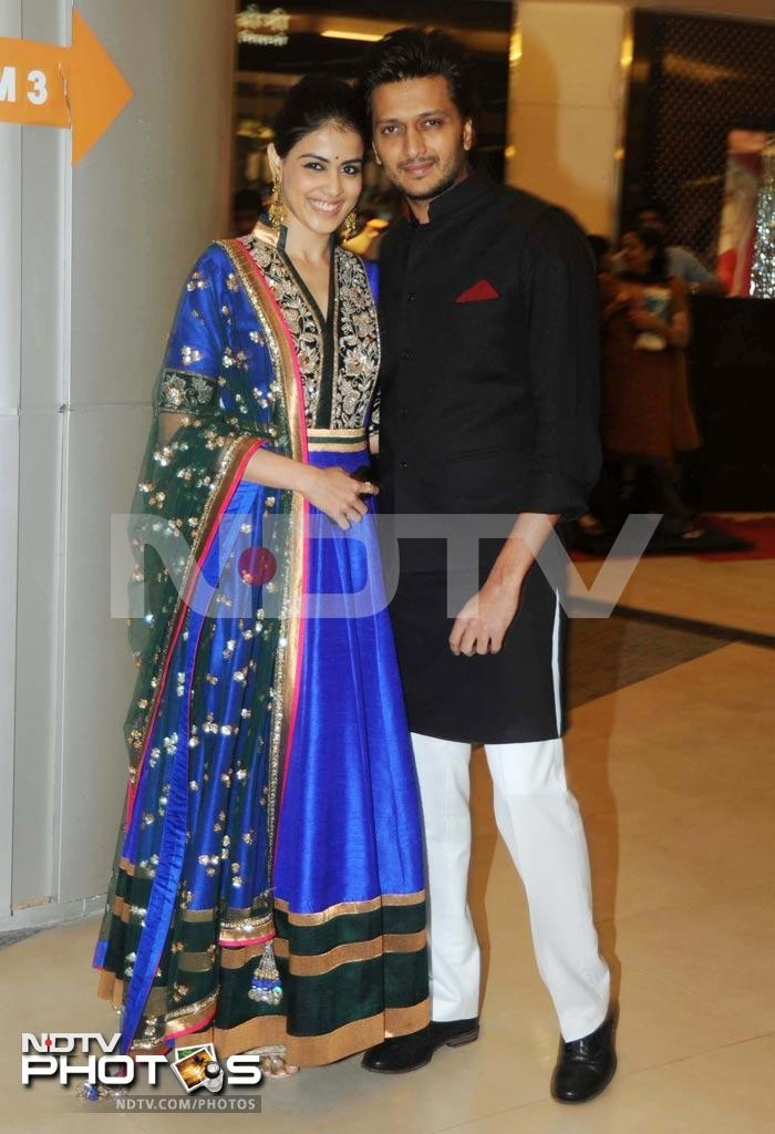 The stars are ready for Dabangg 2, are you?  Riteish Deshmukh with wife Genelia, who looked elegant in a a blue Manish Malhotra anarkali